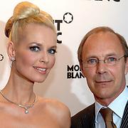 NLD/Amsterdam/20070322 - Lancering Montblanc Diamond Jewellery Collection, model met topcollectie ter waarde van 2.4 miljoen met managing Director Jan C. van Holten