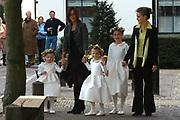 Zijne Hoogheid Prins Floris van Oranje Nassau, van Vollenhoven en mevrouw mr. A.L.A.M. Söhngen zijn zaterdag 22 oktober in de kerk van Naarden in het  huwelijk getreden. De prins is de jongste zoon van Prinses Magriet en Pieter van Vollenhoven.<br /> <br /> Church Wedding Prince Floris and Aimée Söhngen. <br /> <br /> Church Wedding Prince Floris and Aimée Söhngen in Naarden. The Prince is the youngest son of Princess Margriet, Queen Beatrix's sister, and Pieter van Vollenhoven. <br /> <br /> Op de foto / On the photo;<br /> <br /> <br /> <br /> Bruidskinderen zijn Anna, dochter van Prins Maurits & Prinses Marilène; Isabella, dochter van Prins Bernhard & Prinses Annette; en Julie Hoppenbrouwers, nichtje van de bruid.<br /> <br /> bride children are Anna, of the of prince Maurits & princess Marilène; Isabella, of the of prince Bernhard & princess Annette; and Julie Hoppenbrouwers, niece of the bride.