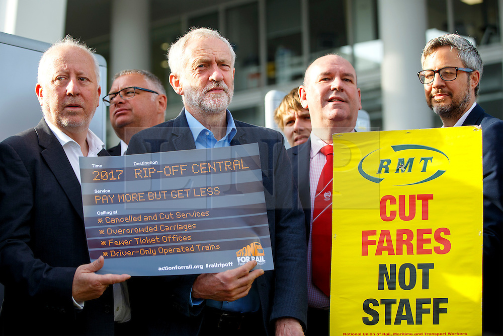 © Licensed to London News Pictures. 16/08/2016. London, UK. Leader of the Labour Party JEREMY CORBYN joins rail unions campaign day outside London Bridge Station in London on Tuesday, 16 August 2016. Jeremy Corbyn renewed his pledge to renationalise the rail services under a future Labour government. Photo credit: Tolga Akmen/LNP