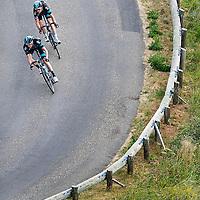 Frankrijk, Col d'Allos, 22-07-2015.<br /> Wielrennen, Tour de France.<br /> Etappe van Digne-Les-Bains naar Pra Loup<br /> Wout Poels van de Sky ploeg in de afdaling met zijn ploeggenoot Geraint Thomas.<br /> Foto: Klaas Jan van der Weij