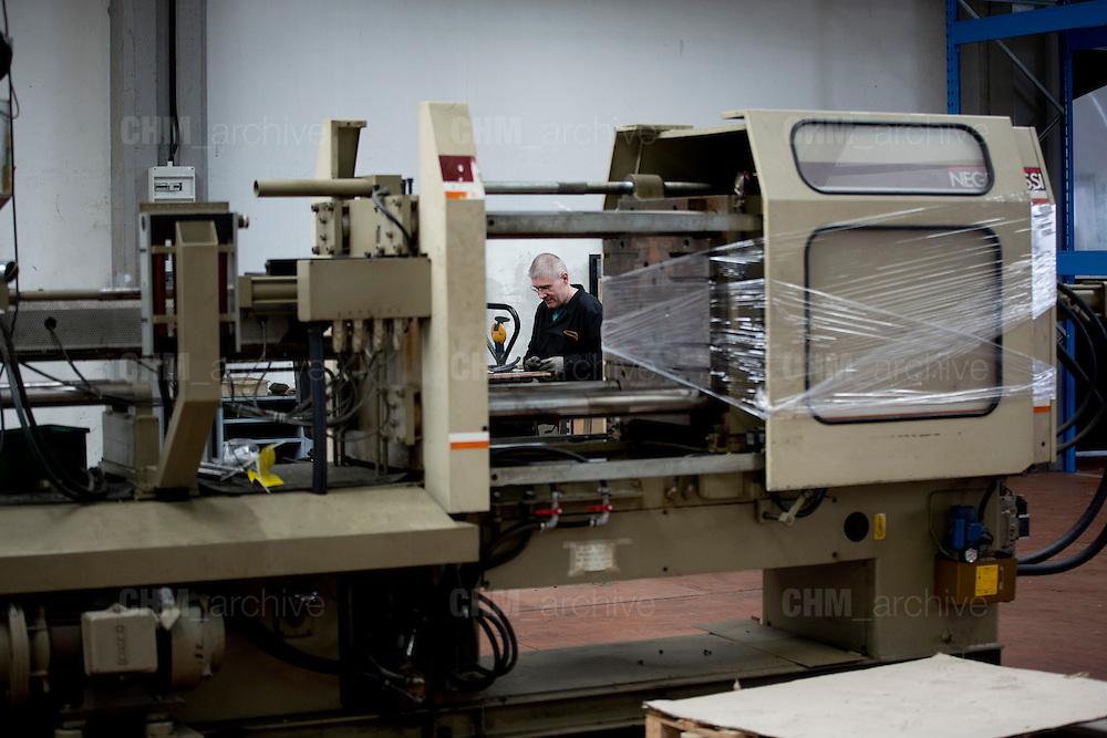 Un dipendente della Mivar al lavoro all'interno della fabbrica, Abbiategrasso 18 marzo 2014. Guido Montani / OneShot