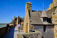 France, Manche (50), Baie du Mont Saint-Michel classé Patrimoine Mondial de l'UNESCO, Abbaye du Mont Saint-Michel, les remparts // France, Normandy, Manche department, Bay of Mont Saint-Michel Unesco World Heritage, Abbey of Mont Saint-Michel, the rampart