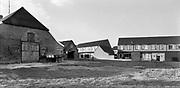 Nederland, Wijchen, 1-9-1986 Uitbreiding woningbouw op het platteland. Wijchen Zuid, Verdwijnen landelijke gebieden . Wijchen vangt veel stedelingen uit Nijmegen op. Foto: Flip Franssen