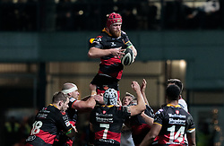 Dragons' Joseph Davies claims the lineout<br /> <br /> Photographer Simon King/Replay Images<br /> <br /> Guinness Pro14 Round 10 - Dragons v Ulster - Friday 1st December 2017 - Rodney Parade - Newport<br /> <br /> World Copyright © 2017 Replay Images. All rights reserved. info@replayimages.co.uk - www.replayimages.co.uk