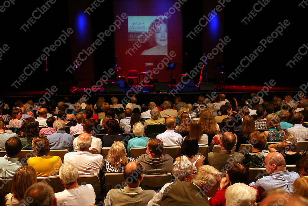 A full house awaited Maura O' Connell for her concert in the Glor Music Centre in Ennis on Friday night.<br /> Photograph by Yvonne Vaughan