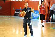 DESCRIZIONE : Folgaria Allenamento Raduno Collegiale Nazionale Italia Maschile <br /> GIOCATORE : Luca Dalmonte<br /> CATEGORIA : mani curiosita<br /> SQUADRA : Nazionale Italia <br /> EVENTO :  Allenamento Raduno Folgaria<br /> GARA : Allenamento<br /> DATA : 17/07/2012 <br />  SPORT : Pallacanestro<br />  AUTORE : Agenzia Ciamillo-Castoria/GiulioCiamillo<br />  Galleria : FIP Nazionali 2012<br />  Fotonotizia : Folgaria Allenamento Raduno Collegiale Nazionale Italia Maschile <br />  Predefinita :
