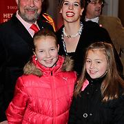 NLD/Amsterdam/20111222 - Wintercircus 2011 Carre, bert Simhoffer, partner Yvette van Damme en kinderen Julia en Romy