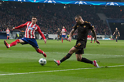 November 22, 2017 - Madrid, Madrid, Spain - Kolarov (R) shoot to goal..during Atletico de Madrid won by 2 to 0 whit goals of Griezmann and Gameiro against Roma. (Credit Image: © Jorge Gonzalez/Pacific Press via ZUMA Wire)