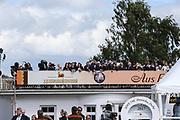 Pferdesport: 148. Deutsches Galopp Derby, Hamburg, 02.07.2014<br /> Feature, Zuschauer, TV Kamera<br /> © Torsten Helmke