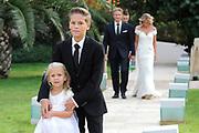 Wendy van Dijk en Erland Galjaard zijn getrouwd op Ibiza in het Agroturismo Atzaró . Agroturismo Atzaró bevindt zich in een sinaasappelboomgaard op het platteland van Ibiza. Dit mooie, landelijke hotel beschikt over een klein buitenzwembad en een kleine spa. <br /> <br /> Op de foto: <br />  Wendy van Dijk en Erland Galjaard met Sem en dochter Lizzy