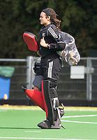 AMSTELVEEN - HOCKEY - Pinoke keeper Rachelle Groot tijdens de eerste competitiewedstrijd van het nieuwe seizoen tussen de vrouwen van Pinoke en Bloemendaal. COPYRIGHT KOEN SUYK