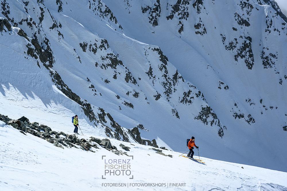 Zwei Alpinisten im W-Couloir am Piz Calderas, Surses, Kanton Graubünden Schweiz / <br /> <br />  Two alpinists in the W-Couloir on Piz Calderas, Surses, Canton of Graubünden Switzerland