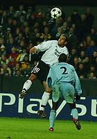 Christer George, Rosenborg. Hatem Trabelsi, Ajax. Rosenborg - Ajax. Lerkendal stadion. 2. oktober 2002. Champions League 02/03. (Foto: Peter Tubaas/Digitalsport)