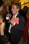 Jasper Conran. Christopher Bailey hosts a party to celebrate the launch of ' The Snippy World of New Yorker Fashion Artist Michael Roberts' Burberry, New Bond St.  London. 19  September 2005. ONE TIME USE ONLY - DO NOT ARCHIVE © Copyright Photograph by Dafydd Jones 66 Stockwell Park Rd. London SW9 0DA Tel 020 7733 0108 www.dafjones.com