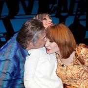 NLD/Den Haag/20111201- Premiere Ramses, Cindy Bell en Liesbeth List en Hans Hoes