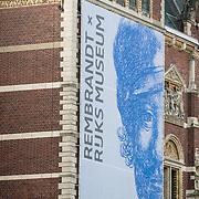 NLD/Amsterdam//20190209 -Aankondiging van de overzichtstentoonstelling Rembrand van Rijn in het Rijksmuseum aan de buitenzijde