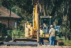THEMENBILD - Arbeiter errichten einen Hochwasserschutz, aufgenommen am 06.08.2019, New Orleans, Vereinigte Staaten von Amerika // workers build a flood protection, New Orleans, United States of America on 2019/08/06. EXPA Pictures © 2019, PhotoCredit: EXPA/ Florian Schroetter