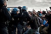 Scontri tra manifestanti e Polizia a Pisa durante una manifestazione di Giovani Padani<br /> 17 novembre 2015 . Daniele Stefanini /  OneShot