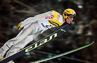 Hopp: 15.12.2001 Engelberg, Schweiz, Weltcup Skispringen Der Norweger Roar Ljøkelsøy beim Weltcupspringen im Schweizerischen Engelberg. <br /><br />Foto: Andy Müller, Digitalsport