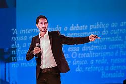 Ronaldo Lemos durante o VOX - The Joy of Sharing, evento que  pretende provocar reflexões sobre o futuro da comunicação a partir do compartilhamento de conteúdo e experiências. FOTO: Vinícius Costa/ Agência Preview