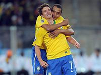 Fotball<br /> VM 2010<br /> 20.06.2010<br /> Brasil v Elfenbenskysten<br /> Foto: Witters/Digitalsport<br /> NORWAY ONLY<br /> <br /> Jubel 3:0 v.l. Elano, Gilberto Silva (Brasilien)<br /> Fussball WM 2010 in Suedafrika, Vorrunde, Brasilien - Elfenbeinkueste 3:1