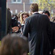 NLD/Amsterdam/20101012 - Herdenkingsdienst overleden Antonie Kamerling, huilende Danielle Oerlemans - Overgaag