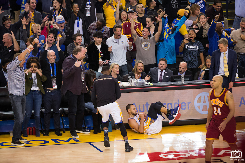 Golden State Warriors guard Stephen Curry (30) dances on the floor after making a three pointer at the buzzer during the second quarter against the Cleveland Cavaliers at Oracle Arena in Oakland, Calif., on January 16, 2017. (Stan Olszewski/Special to S.F. Examiner)