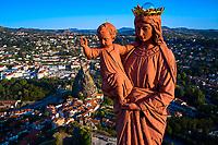 France, Haute-Loire (43), Le Puy-en-Velay, étape sur le chemin de Saint Jacques de Compostelle, vue de la ville, la statue Notre-Dame de France (1860) au sommet du rocher Corneille // France, Haute-Loire (43), Le Puy-en-Velay, stage on the way to Saint Jacques de Compostela, view of the city, the Notre-Dame of France statue