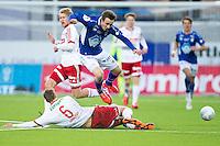 1. divisjon fotball 2015: Hødd - Fredrikstad. Fredrikstads Johan Hammar takler Ole Amund Sveen i førstedivisjonskampen mellom Hødd og Fredrikstad på Høddvoll.