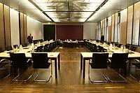 12 DEC 2003, BERLIN/GERMANY:<br /> Uebersicht des leeren Sitzungsaales des Vermittlungsausschusses vor Beginn der Sitzung, Bundesrat<br /> IMAGE: 20031212-01-018<br /> KEYWORDS: Übersicht