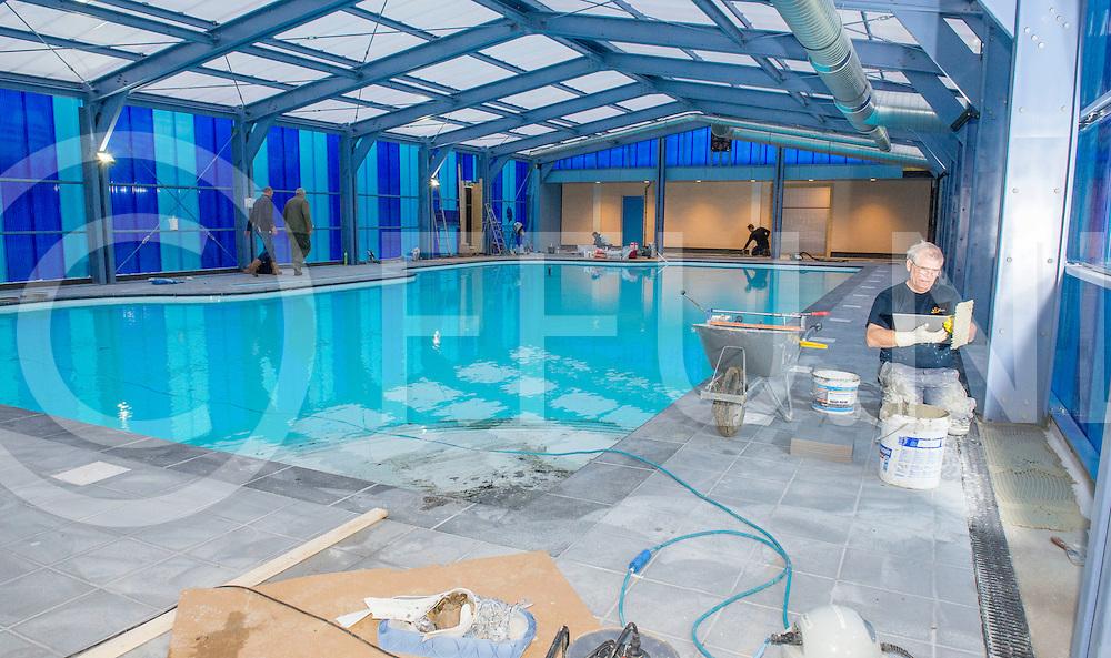 GRAMSBERGEN - Nieuw Zwembad<br /> Foto: Op bungalowpark 't Hooge Holt in Gramsbergen wordt een nieuw zwembad gebouwd.<br /> FFU PRESS AGENCY COPYRIGHT ALEX MULDER