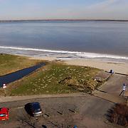 Strand Zomerkade Huizen.blauwe lucht, winter, ijs, gooimeer, zand, strand, water, bevroren