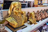 Mongolie, Ulan-Bator, statue de Gengis Khan dans une boutique de souvenir // Mongolia, Ulan-Bator, Gengis Khan statue in a souvenir shop