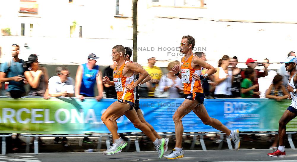 01-08-2010 ATLETIEK: EUROPEAN ATHLETICS CHAMPIONSHIPS: BARCELONA <br /> Ronald Schroer NED is 37th in the marathon. On the rightside Patrick Stitzinger (26)<br /> ©2010-WWW.FOTOHOOGENDOORN.NL