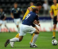 Fotball , 5 Juli , Sør Arena , Tippeligaen , Start - Strømsgodset , <br /> <br /> Øyvind Storflor , sif , blir her presset bort av Branislav Milicevic , start , og sif roper på straffe.