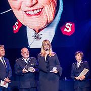 NLD/Amsterdam/20170916 - Uitreiking Majoor Boszhardprijs 2017, Bert van Leeuwen, comissioner Hans van Vliet, prijswinnaar Linda de Mol