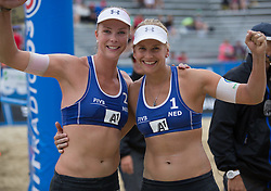 31-07-2014 AUT: FIVB Grandslam Volleybal, Klagenfurt<br /> Netherlands Madelein Meppelink (L) and Marleen van Iersel (R) reacts during the women's main draw match <br /> ***NETHERLANDS ONLY***