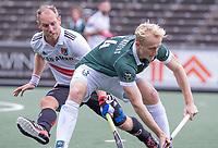 AMSTELVEEN -Tjep Hoedemakers (Rotterdam) met Teun Rohof (Amsterdam)  tijdens de competitie hoofdklasse hockeywedstrijd heren, Amsterdam -Rotterdam (2-0) .  COPYRIGHT KOEN SUYK