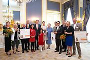Zijne Majesteit de Koning reikt op donderdagochtend 18 mei de Appeltjes van Oranje uit op Paleis Noordeinde in Den Haag. De prijzen worden dit jaar toegekend aan drie sociale initiatieven die zich inzetten voor kwetsbare kinderen. <br /> <br /> His Majesty the King opens the Apples of Orange on Thursday morning 18 May at Noordeinde Palace in The Hague. The prizes are awarded this year to three social initiatives dedicated to vulnerable children.<br /> <br /> op de foto / on the photo: Koning Willem-Alexander reikt de Appeltjes van Oranje uit op Paleis Noordeinde. De prijzen worden dit jaar toegekend aan drie sociale initiatieven die zich inzetten voor kwetsbare kinderen: Ervaringsmaatjes van Stichting Informele Zorg (SIZ) Twente, Stichting Buurtgezinnen.nl en Stichting Weekend Academie. Na de uitreiking is er even tijd voor de gebruikelijke groepsfoto met alle winnaars.<br /> <br /> King Willem-Alexander extends the Orange Apples at Noordeinde Palace. The prizes are awarded this year to three social initiatives dedicated to vulnerable children: Experiences from the Stichting Informele Zorg (SIZ) Twente, the Foundation of Neighborhoods and the Foundation Weekend Academy. After the ceremony there is some time for the usual group photo with all winners.