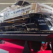 De HISWA Amsterdam Boat Show 2013 werd met een spectaculaire stunt geopend door een Flyboarder. Flyboarden is de meest spectaculaire sport op dit moment. Een Zapata Flyboard bestaat uit twee schoenen met daarin kleine motoren die via een slang worden aangedreven door een soort jetski. Met behulp van regelbare waterkracht is het mogelijk verschillende stunts uit te halen. De Zapata Flyboard is een uitvinding van de Fransman Franky Zapat, woonachtig in Marseille. Na deze openingsstunt kon het publiek in het bassin duiken om een iPad (gratis) te bemachtigen. Op de beursvloer werden vele nieuwe ontwerpen van grote en kleine boten tentoongesteld.