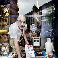 Nederland, Amsterdam , 29 juni 2010..Vincent van der Kaap, manager van GLTB Book- and DVD shop Vrolijk in de Paleisstraat..Vincent van der Kaap, manager of gay bookshop Vrolijk in the Paleisstraat, next to the Royal Palace in Amsterdam.