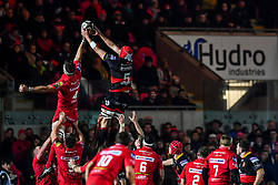 Scarlets' Steven Cummins steals the line out from Dragons' Cory Hill<br /> <br /> Photographer Craig Thomas/Replay Images<br /> <br /> Guinness PRO14 Round 13 - Scarlets v Dragons - Friday 5th January 2018 - Parc Y Scarlets - Llanelli<br /> <br /> World Copyright © Replay Images . All rights reserved. info@replayimages.co.uk - http://replayimages.co.uk