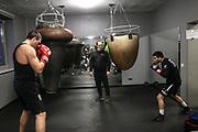 BOXEN: EC Boxpromotion, Training, Hamburg, 23.11.2020<br /> Viktor Faust, Trainer Bülent Baser und Volkan Goekcek<br /> © Torsten Helmke