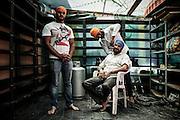 Indiani sikh si preparano per la festa del Nagar Kirtan, Sabaudia (Latina), Giugno 2014.  Christian Mantuano / OneShot