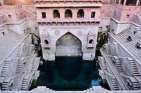 Inde, Rajasthan, Jodhpur la ville bleue, puit à degré de Toorji Ka Jhalra Bavdi // India, Rajasthan, Jodhpur, the blue city, Toorji Ka Jhalra Bavdi stepwell