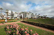 Along the seafront of Barranco, between modern architecture and gardens,