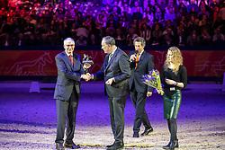 Reijer van Woudenbergh krijgt Gouden Speld, Voorzitter Andries van Daalen<br /> KWPN hengstenkeuring - 's Hertogenbosch 2020<br /> © Hippo Foto - Dirk Caremans<br /> 31/01/2020