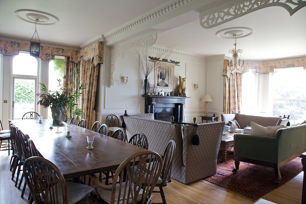 The dining room and living room areas at The Old Rectory, Chumleigh, Devon <br /> CREDIT: Vanessa Berberian for The Wall Street Journal<br /> LUXRENT-Nanassy/Chulmleigh