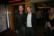 JUDE LAW WITH THE DIRECTOR OF THE THEATRE DAVID LAN, Young Vic fundraising Gala after performance of Vernon God Little. The cut. London. 10 May 2007.  -DO NOT ARCHIVE-© Copyright Photograph by Dafydd Jones. 248 Clapham Rd. London SW9 0PZ. Tel 0207 820 0771. www.dafjones.com.