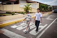 Manuel Alejandro Romero (i) camina junto a su amigo Jorge Briñez (d) en la Urb. Altos del Sol Amado. Gracias a FundaHigado, en junio de 2012, Manuel Alejandro recibió un trasplante de higado que le permite disfrutar de la vida. Maracaibo, Venezuela 20 y 21 Oct. 2012. (Foto/ivan gonzalez)